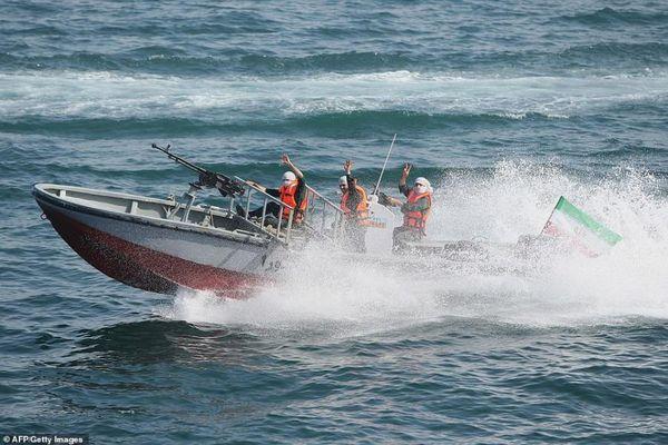 Iran lại bắt tàu nước ngoài, giam giữ 12 thủy thủ Philippines