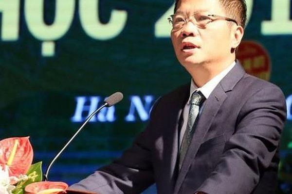 Bộ trưởng Trần Tuấn Anh bất ngờ 'xuất khẩu' thành thơ sau khi nghe ca sĩ Anh Thơ hát