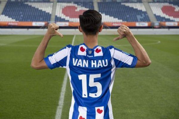 SC Heerenveen mở bán áo đấu của Văn Hậu tại Việt Nam
