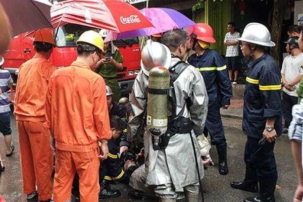 Cháy cửa hàng thời trang ở Hà Nội, 3 người bị mắc kẹt
