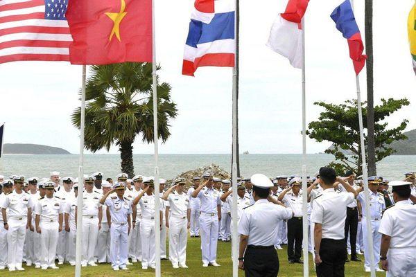 Diễn tập với Mỹ và Trung Quốc ở Biển Đông, ASEAN tạo thế 'cân bằng quân sự'