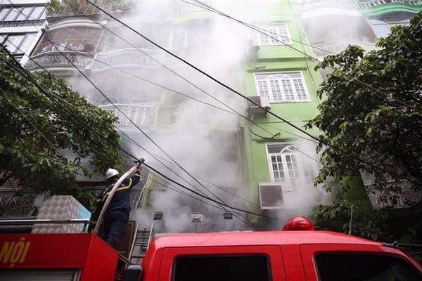 Hà Nội: Mưa lớn vẫn cháy nhà