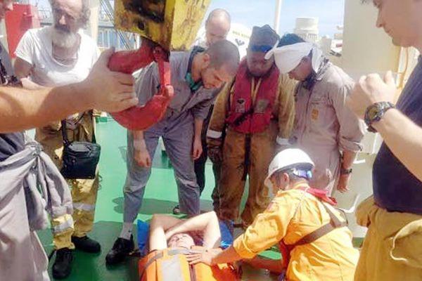 Cứu nạn thuyền viên tàu nước ngoài bị tai biến trên biển