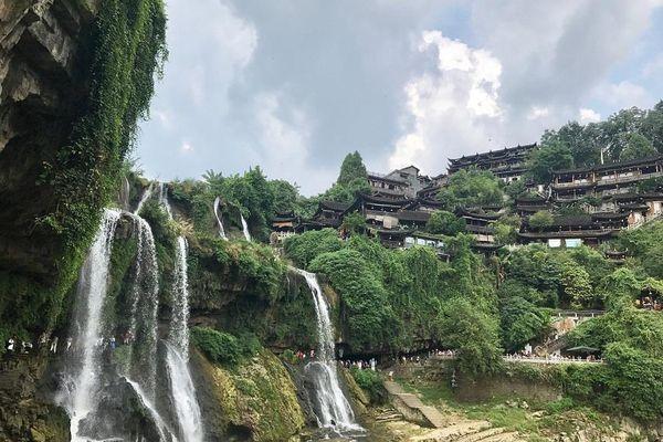 Kỳ thú, ngôi làng cổ cheo leo trên thác nước Phù Dung