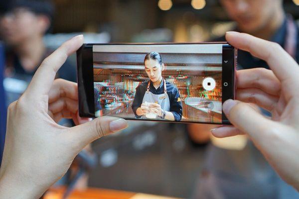 Cuộc so găng giữa 2 'bom tấn' Galaxy Note10 và iPhone 11
