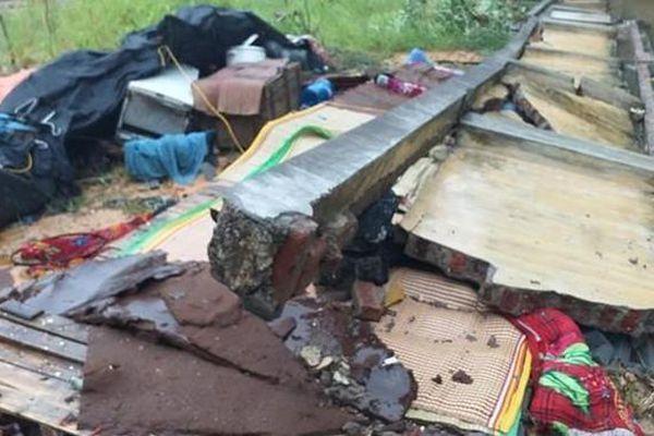 Tường bê tông đổ sập đè vào nhóm thợ xây đang ngủ khiến 3 người tử vong