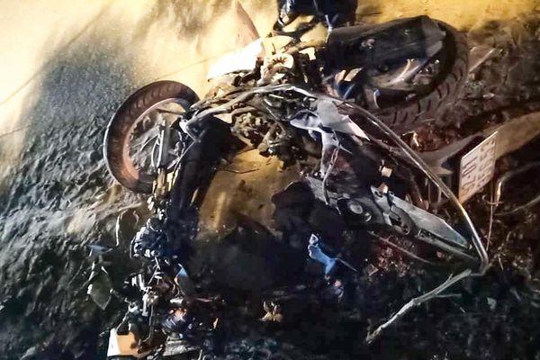 Hai xe máy tông nhau trong đêm, 2 người tử vong