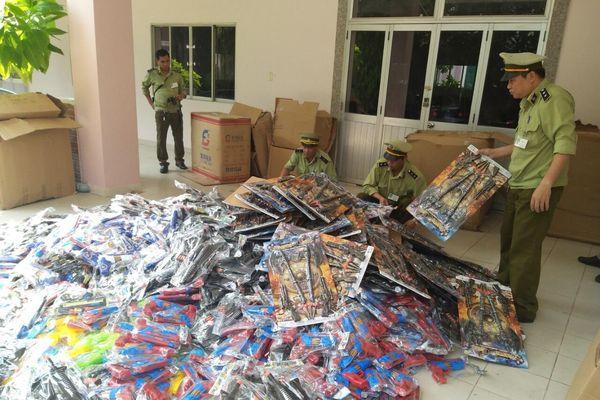 Nhập lậu nhiều loại đồ chơi trẻ em bán dịp Tết Trung thu bị tóm gọn