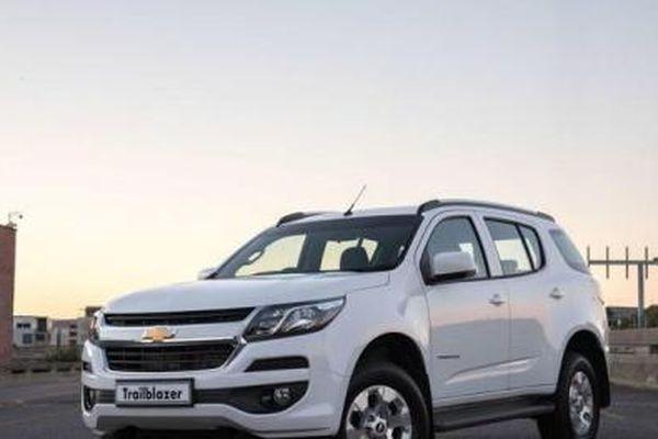 Thêm nhiều mẫu ô tô bất ngờ giảm giá mạnh trong tháng 9