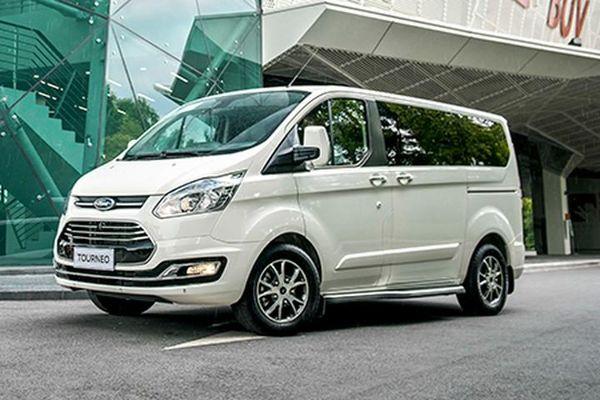 Ford Tourneo từ 999 triệu đồng tại Việt Nam 'đấu' Kia Sedona
