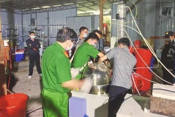 Vợ giám đốc cho người Trung Quốc thuê xưởng sản xuất ma túy: 'Chúng tôi bị lừa'