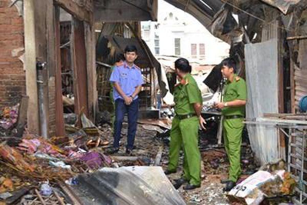 Hiện trường tan hoang vụ cháy tiền tỉ chợ TX Bình Long