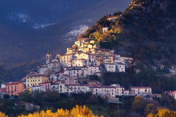 Thành phố Ý trả 25.000 euro cho người dân đến sống