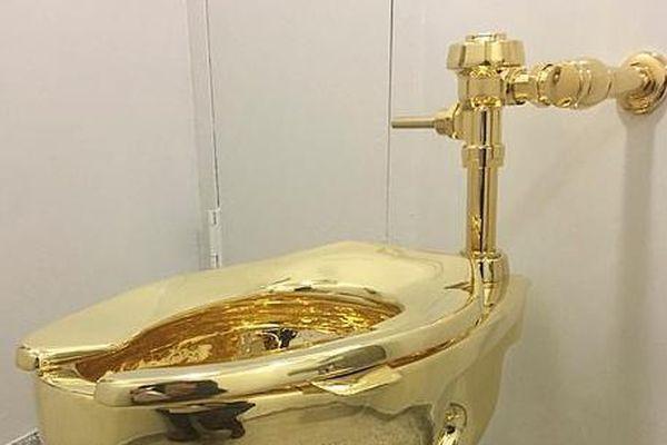 'Choáng váng' chiếc bồn cầu bằng vàng có giá 139 tỷ bị đánh cắp