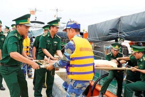 Tìm thấy thi thể thuyền viên mắc kẹt trong tàu cá chìm trên biển Quảng Bình
