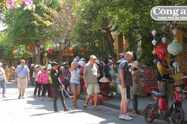 Hội An phản hồi vụ 'quán cà-phê xua đuổi khách Việt'