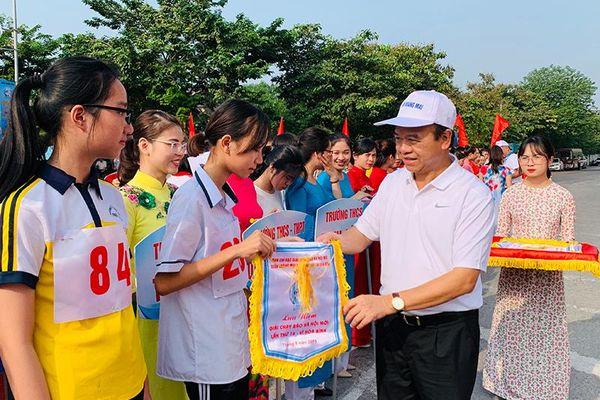 Hơn 500 vận động viên quận Hoàng Mai tham gia giải chạy Báo Hànôịmới năm 2019