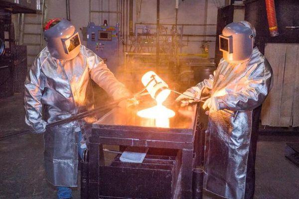 Apple 'chơi lớn' mạnh tay đầu tư vào nhà sản xuất kính Corning