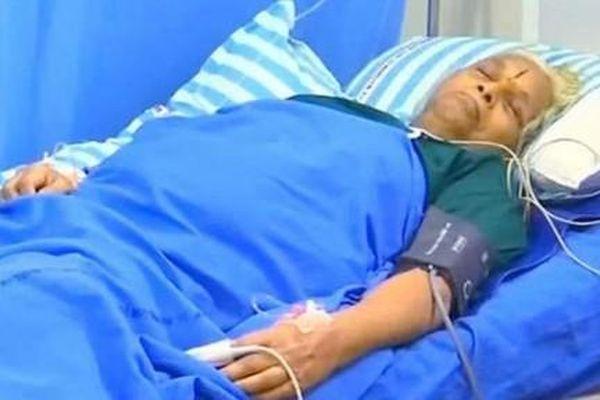 Cụ bà sinh đôi ở tuổi 73 phải nhập viện điều trị