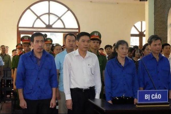 Xét xử vụ gian lận điểm thi tại tỉnh Sơn La: Hoãn phiên tòa vì vắng người tham gia tố tụng