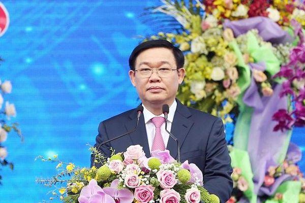 Phó Thủ tướng Vương Đình Huệ dự lễ kỷ niệm 60 năm trường Đại học Vinh