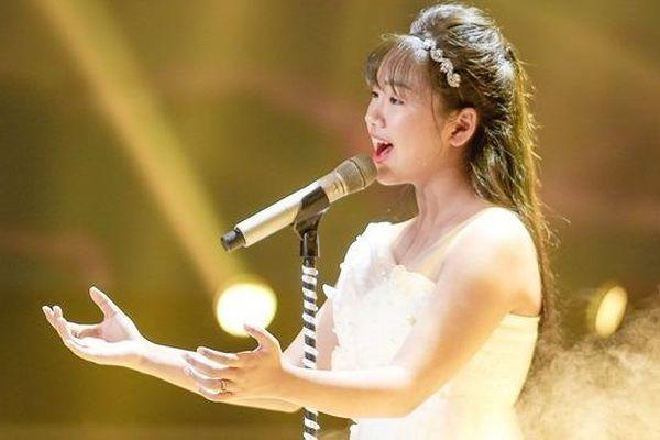 Thí sinh The Voice Kids hát tặng mẹ bị ung thư khiến HLV bật khóc