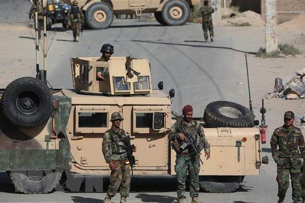 Afghanistan giành lại một huyện miền Đông từ tay Taliban