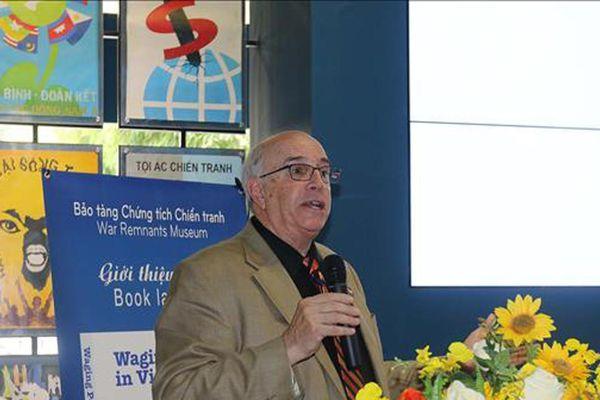 Ra mắt sách Làn sóng hòa bình ở Việt Nam