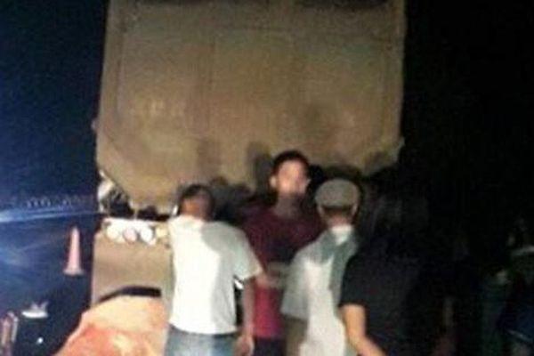 Tông vào đuôi ô tô đang dừng trên cao tốc, 2 thanh niên đi xe máy tử nạn