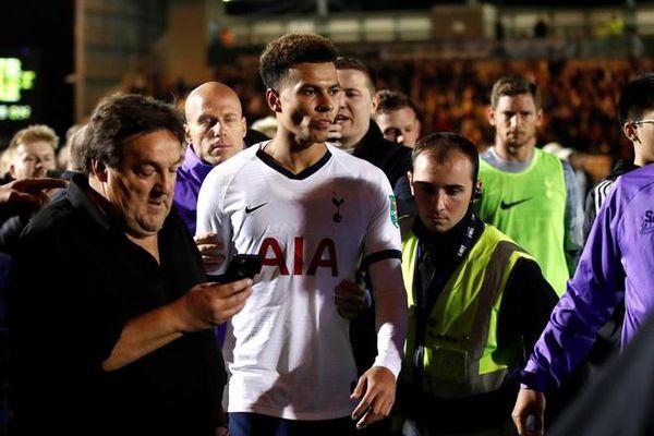 HLV Tottenham ca ngợi vẻ đẹp bóng đá sau trận thua CLB hạng 4