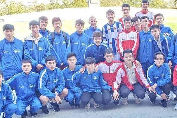 Học viện HAGL JMG thăm Đoàn Văn Hậu nhân dịp đá với U17 Feyenoord
