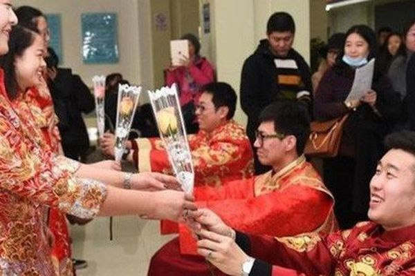 Kỳ quặc người đàn ông Trung Quốc kết hôn - ly hôn 46 lần một năm