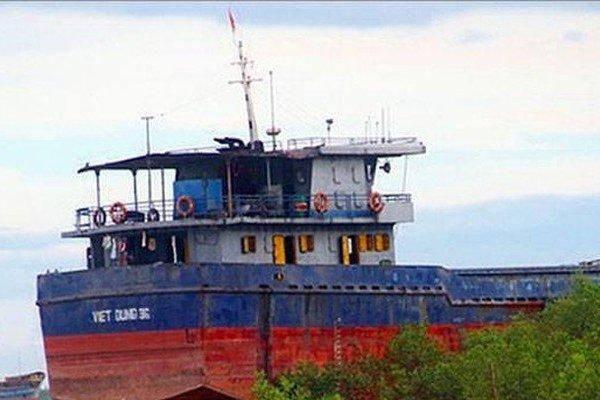 Tàu 3.000 tấn chìm trên biển: Nguy cơ tràn 6 tấn dầu D.O?