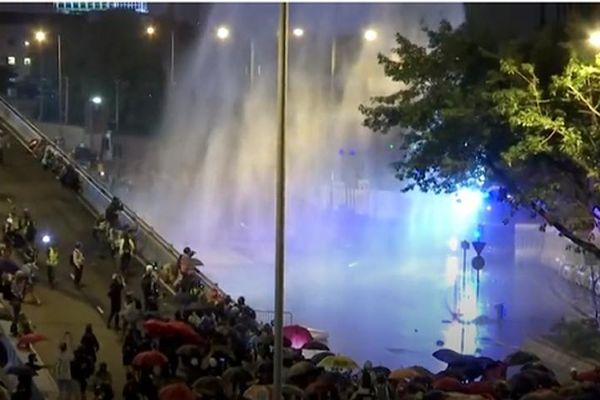 Tuần thứ 17, Hong Kong vẫn chìm trong hỗn loạn