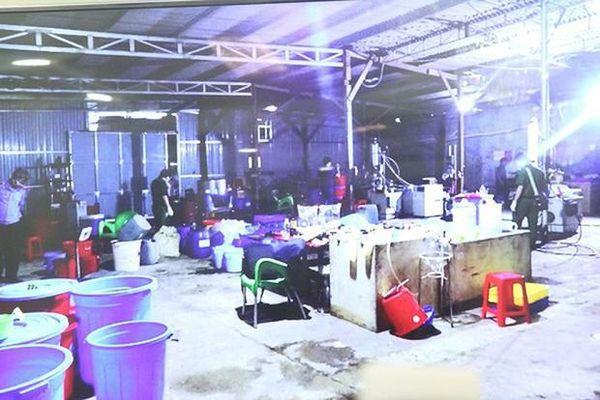 Vụ phá xưởng sản xuất ma túy 'khủng' ở Kon Tum: Hé lộ đối tượng người Việt duy nhất được 'ông trùm' Trung Quốc tin dùng
