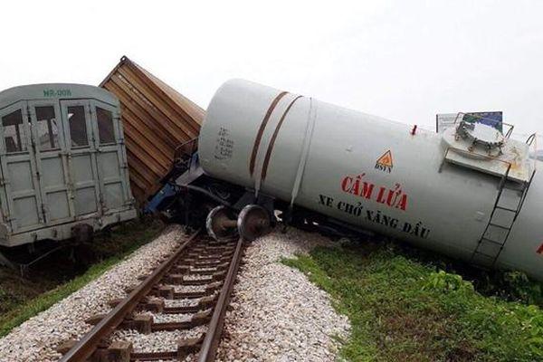 Thanh tra việc lấn chiếm đường sắt sau vụ tàu hỏa đâm bay ô tô