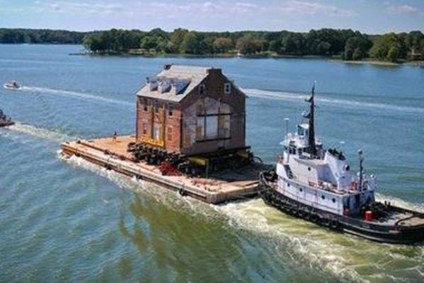 Chi 23 tỉ đồng di chuyển căn nhà cổ lênh đênh 80 km trên sông