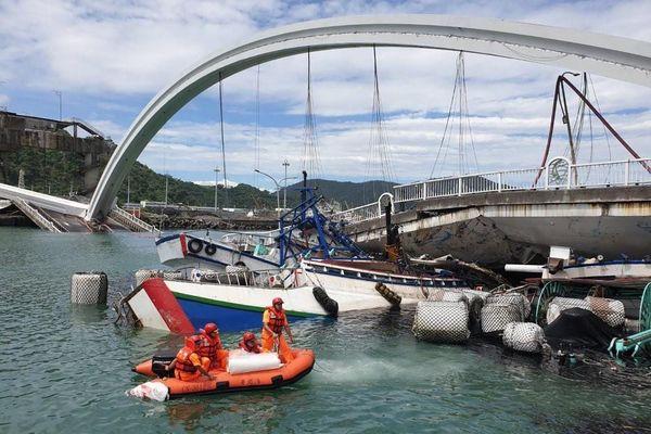 Cận cảnh cầu vòm nổi tiếng vừa sập ở Đài Loan