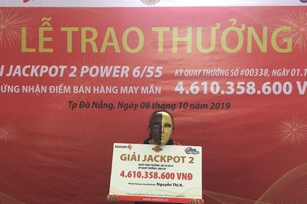Người bán vé số dạo tại Đà Nẵng trúng Jackpot 2 trị giá 4,6 tỷ đồng