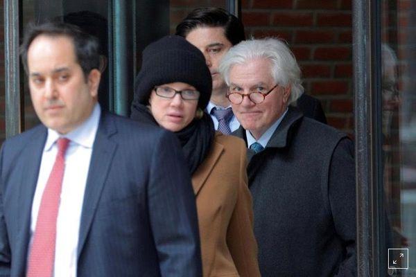 Vợ chồng đại gia bị phạt tù vì chạy trường cho con
