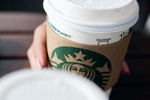 Nhân viên Starbucks bất cẩn khi pha chế đồ uống cho khách hàng dị ứng nặng với các loại hạt