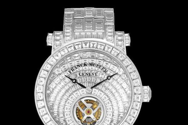 Đồng hồ đeo tay giá lên tới 46 tỷ đồng được chế tác tinh xảo và tuyệt mỹ cỡ nào?