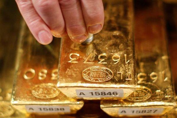 Giá vàng hôm nay 10/10: Giá vẫn neo ngưỡng gần 42 triệu đồng/lượng