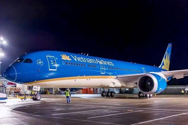 Hàng chục chuyến bay lùi giờ để né bão tại Nhật