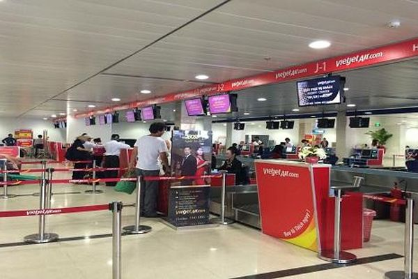Nam hành khách tát nhân viên hàng không khi bị từ chối làm thủ tục