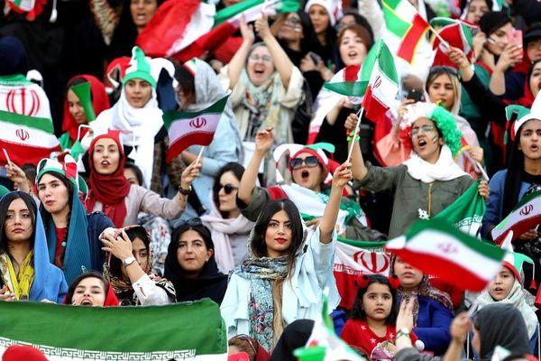 Từ vụ tự sát của nữ cổ động viên giả trai đến ngày lịch sử của bóng đá Iran