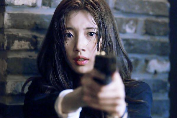 Suzy và nỗ lực thoát mác bình hoa di động trong 'Vagabond'