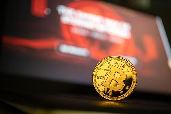 Thị trường rực đỏ, Bitcoin lao dốc