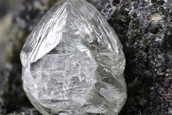 Phát hiện khoáng vật bí ẩn trong kim cương Nam Phi