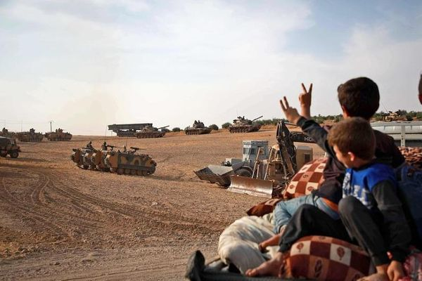 Bắt tay người Kurd và thỏa thuận 'cho không' chính phủ Syria